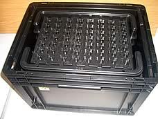 industrielle Reinigung von ESD-Behältern/Trays. KB Industrieservice