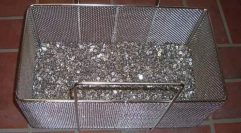 gründliche Reinigung von Metall-Kleinteilen wie Schrauben, Muttern, Scheiben, Bolzen, Distanzringe