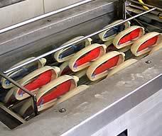 industrielle Reinigung von Spiegel-Gehäusen für die Automobilindustrie