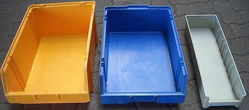 Kunststoffbehälter nach der industriellen Reinigung